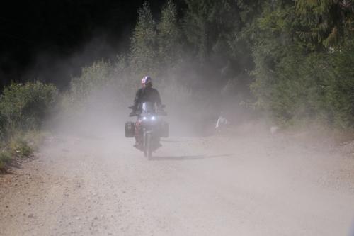 Honda Motorrad auf Schotterpiste